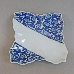 初期藍鍋島菊唐草文変形皿